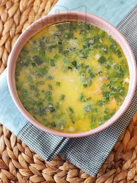 Рибена супа (чорба) със сьомга, скариди, картофи, сметана и пресен зелен лук - снимка на рецептата